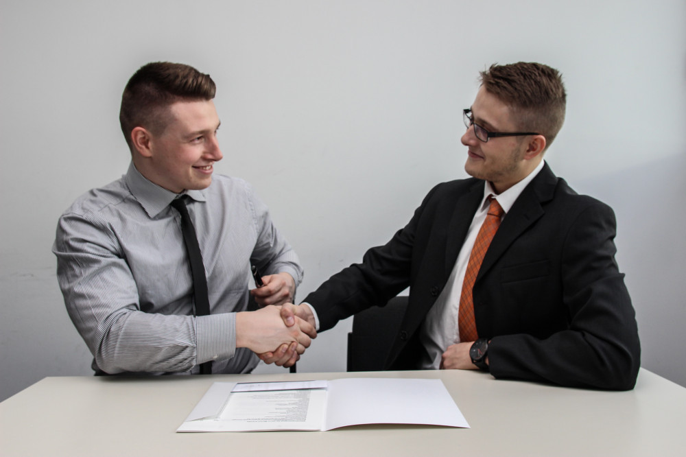 How-to-Build-a-Relationship-with-People-Ditch-the-Pitch-Handshake